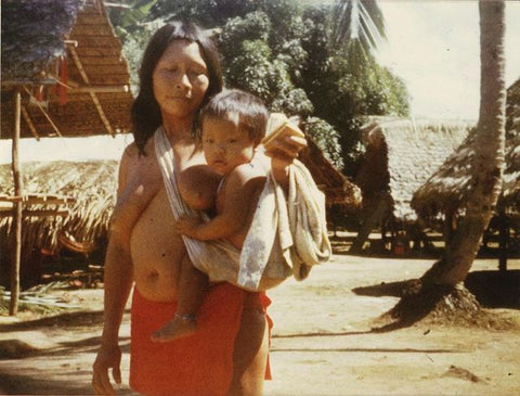 Photo taken in 1979. Daily life in the Wayana village of Antecume Pata in French Guiana. A mother and her son.