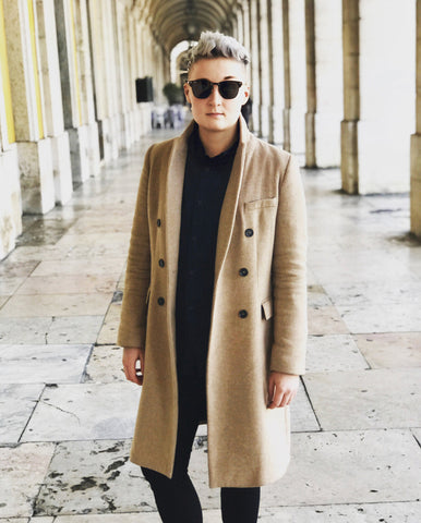 Non-binary-Queer-LGBTQ-UK-Instagram-Fashion-Influencer-Jay-blonde-tomboy-hair-winter-tomboy-style-long-camel-coat-with-all-black-tomboy-outfit