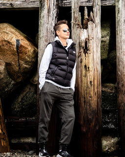 Tomboy-Style-Fashion-Outfits-Black-Puffer-Vest-North-Face-Long-Sleeve-Light-Grey-Hoodie-Sorensen-Dancer-Pants-Green-Joggers-Silver-Black-Puma-Sneakers-Ray-Ban-Aviator-Sunglasses