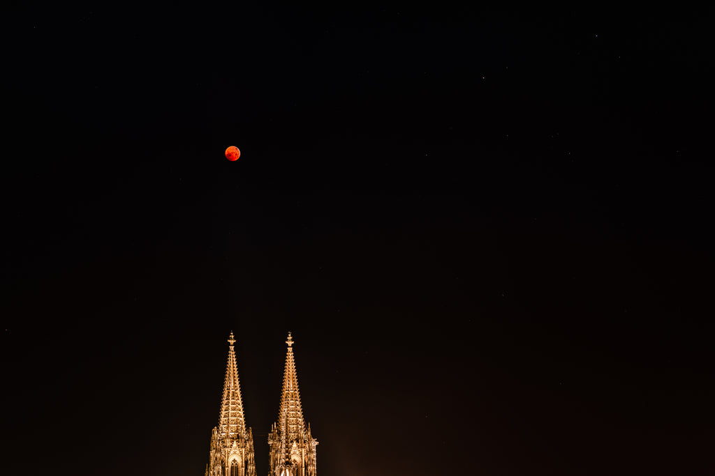 Michael Stahlschmidt • BLOODMOON OVER COLOGNE II • 2019