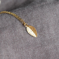 Simple Gold Leaf Necklace, Nature Inspired Jewelry, Dainty Gold Necklace in 14kt Gold Fill