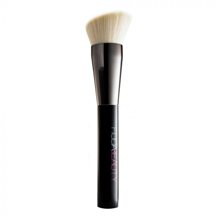 Huda Beauty Face Buff & Blend Brush | HODIVA LUX