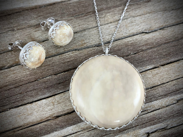 Round Crown Ivory Pendant