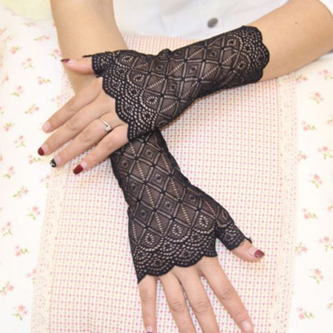 Short Fingerless Lace Gloves