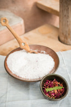 Load image into Gallery viewer, Rustic Comfort Botanical Salt Soak