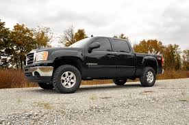 07-13 Chevy Silverado/GMC Sierra 2.5 inch Rough Country Lift Kit - Elite Auto Customs