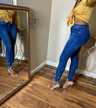 "Load image into Gallery viewer, ""Don't Know How You Do It"" Jeans - Miss Tino Boutique"