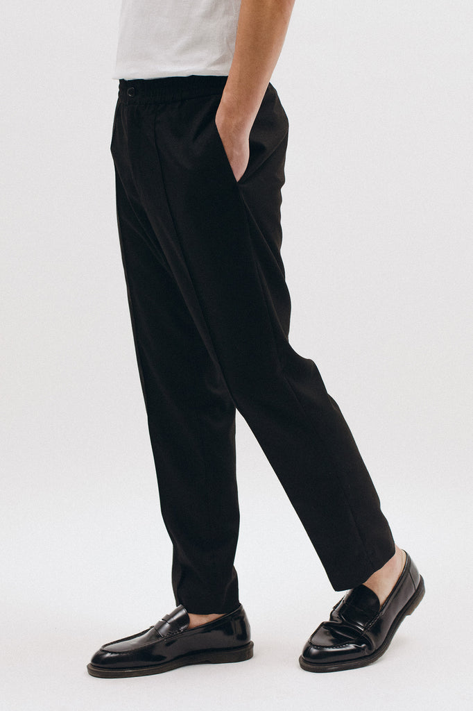 ELASTIC PLEATED TROUSER - BLACK