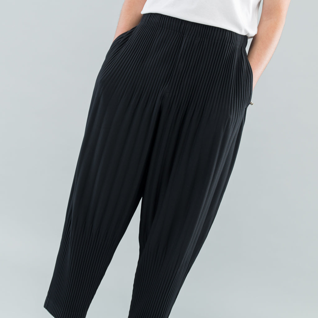 WIDE PLEAT TROUSERS - BLACK