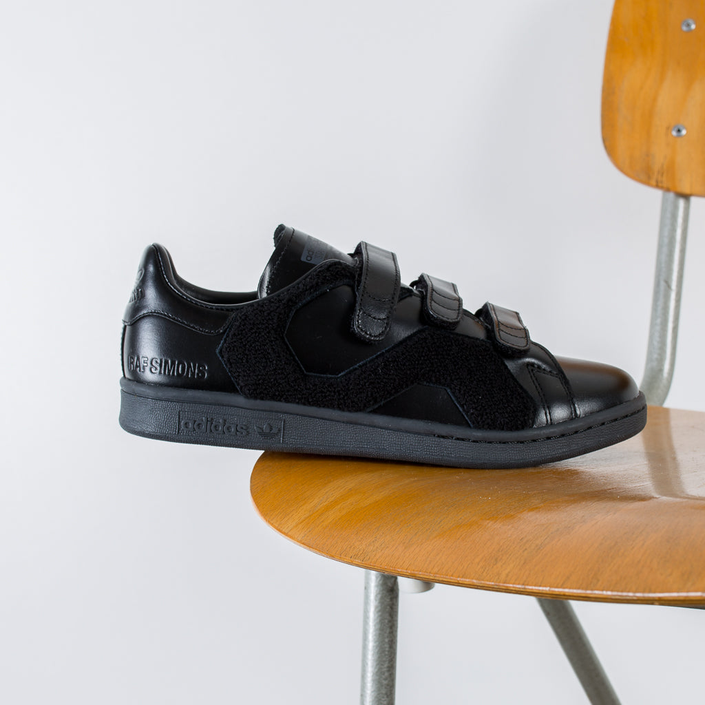 BLACK RS STAN SMITH COMFORT BADGE