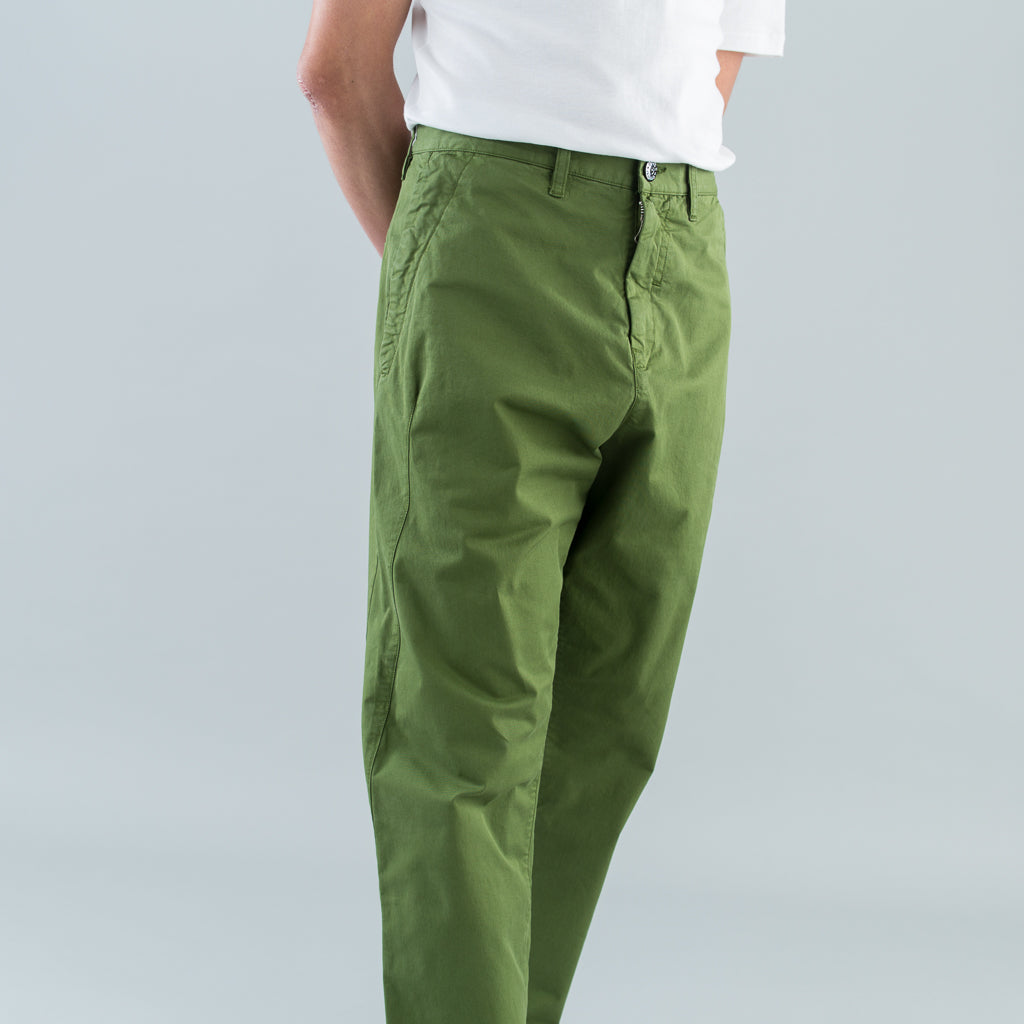 TAPERED CHINO PANTS - OLIVE