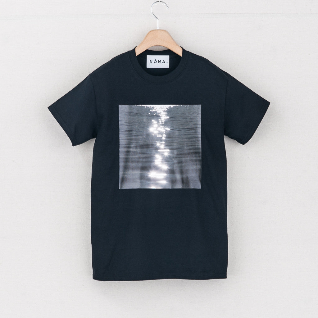 LIGHT AND WATER TEE - BLACK
