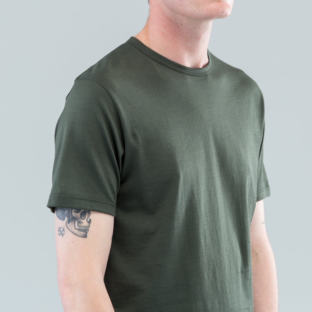 Q82 SHORT SLEEVE CREW NECK - DARK OLIVE