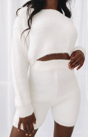 https://files.beginningboutique.com.au/20200527-Amalia+long+sleeve+knit+top+cream.mp4