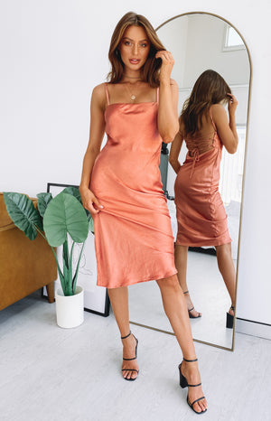 https://files.beginningboutique.com.au/AMARYLLIS+DRESS+RUST+.mp4