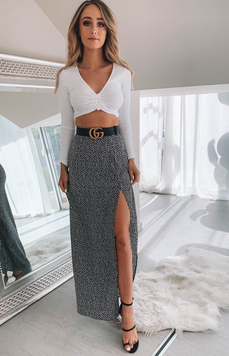https://files.beginningboutique.com.au/Glamorous+Angelica+Split+Skirt+Black+Dalmatian+Spot.mp4