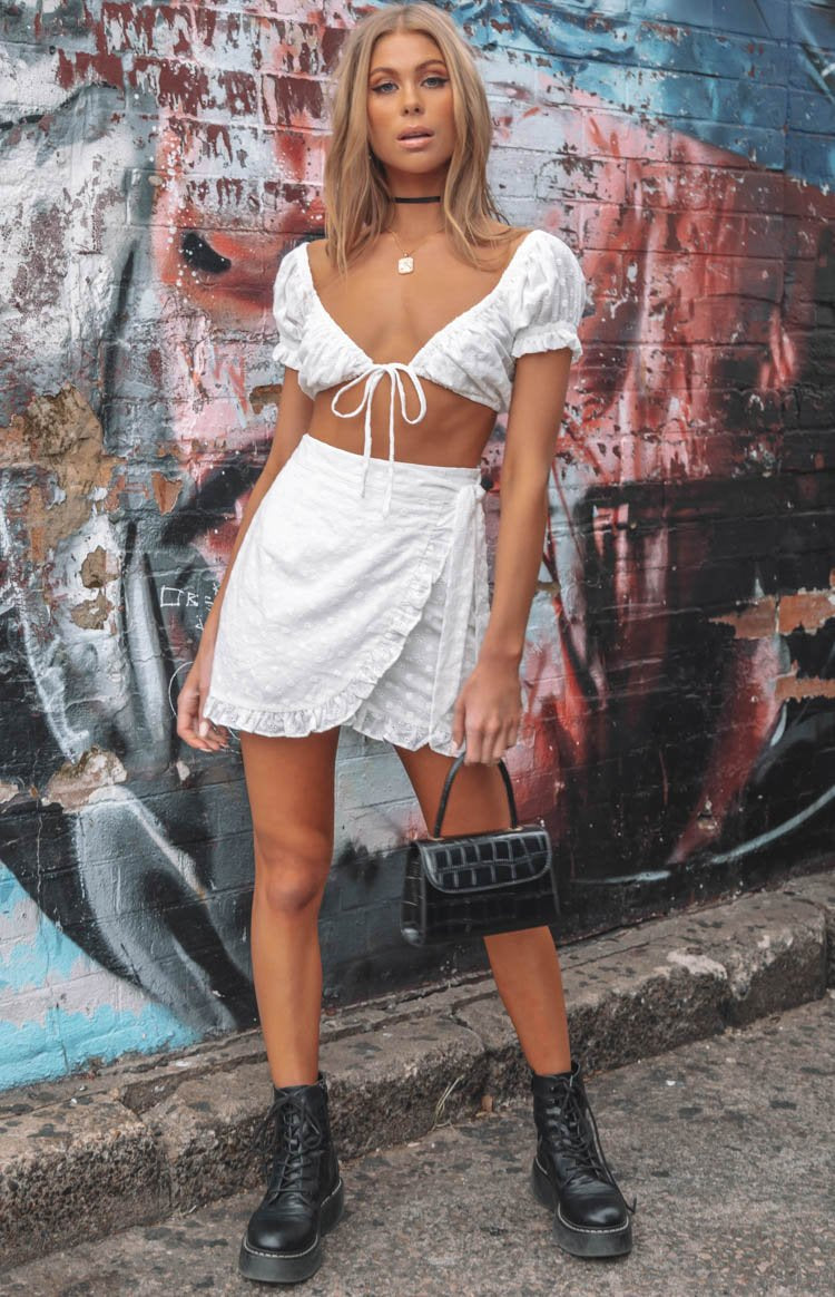 https://files.beginningboutique.com.au/Baby+Doll+Skirt+White.mp4
