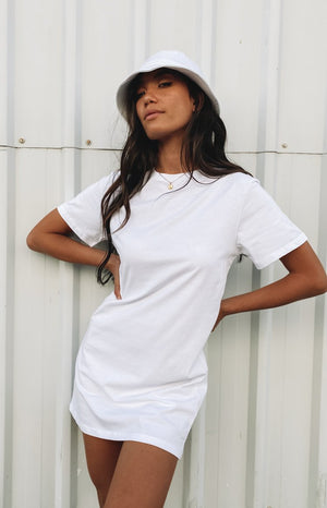 https://files.beginningboutique.com.au/20200427-Basic+T-shirt+Dress+White.mp4