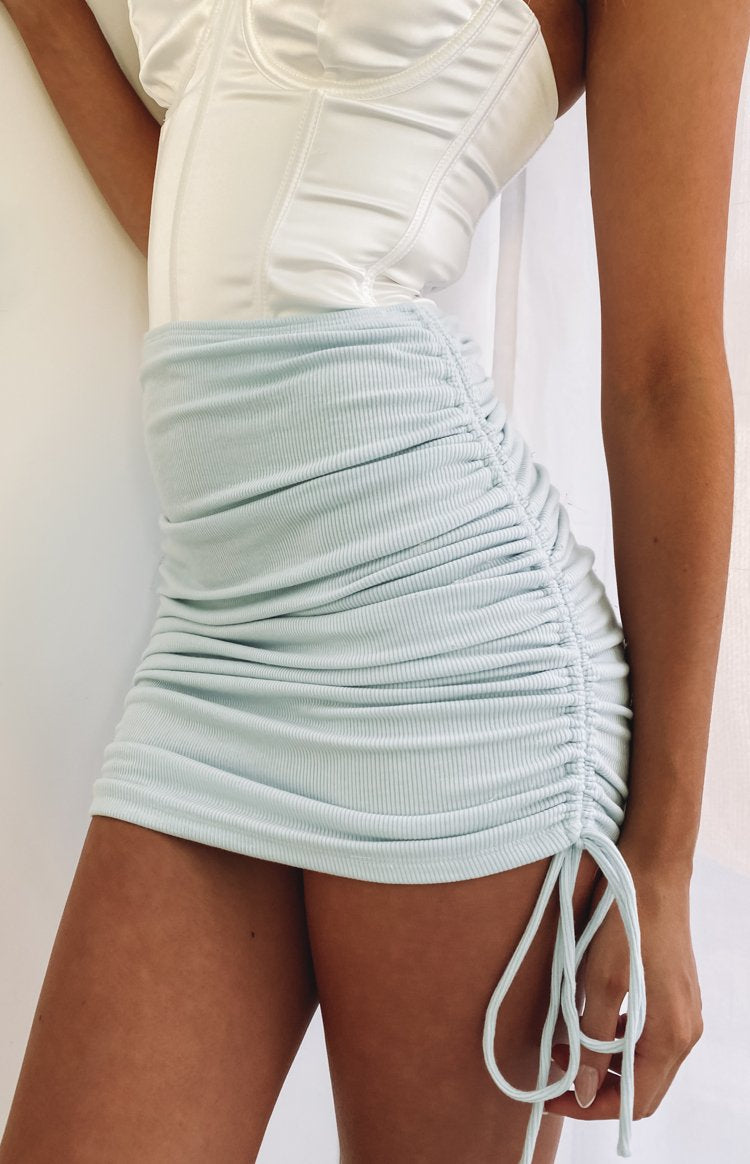 https://files.beginningboutique.com.au/20200715+-+Binx+Mini+Skirt+Blue.mp4