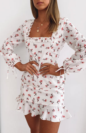 https://files.beginningboutique.com.au/20200508-Calile+Mini+dress+white+floral.mp4