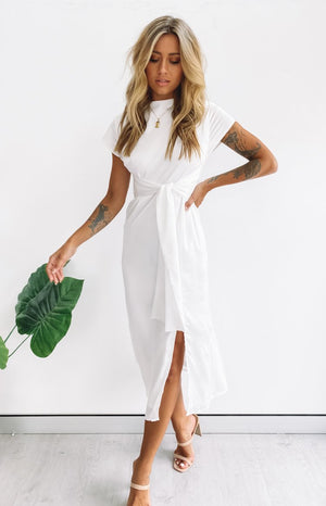 https://files.beginningboutique.com.au/20200316-carry+on+midi+dress+white.mp4
