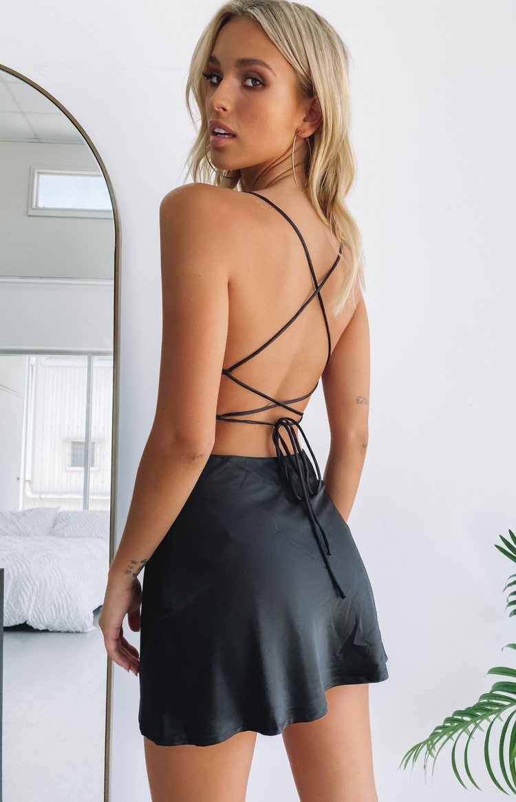https://files.beginningboutique.com.au/black+strappy+dress.mp4