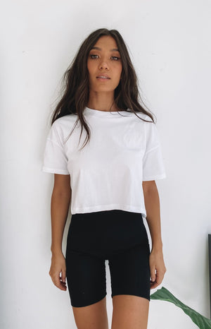 https://files.beginningboutique.com.au/20200427-Eva+cropped+boxy+tee+White.mp4