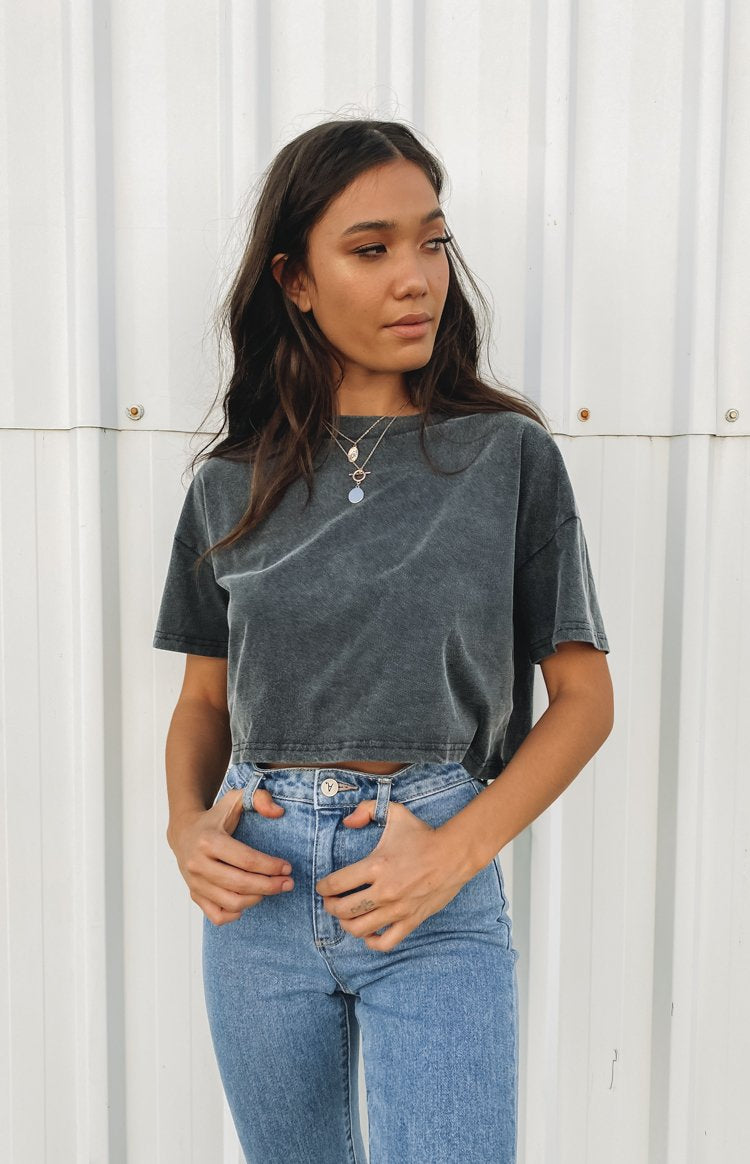 https://files.beginningboutique.com.au/20200427-Eva+cropped+boxy+tee+black.mp4