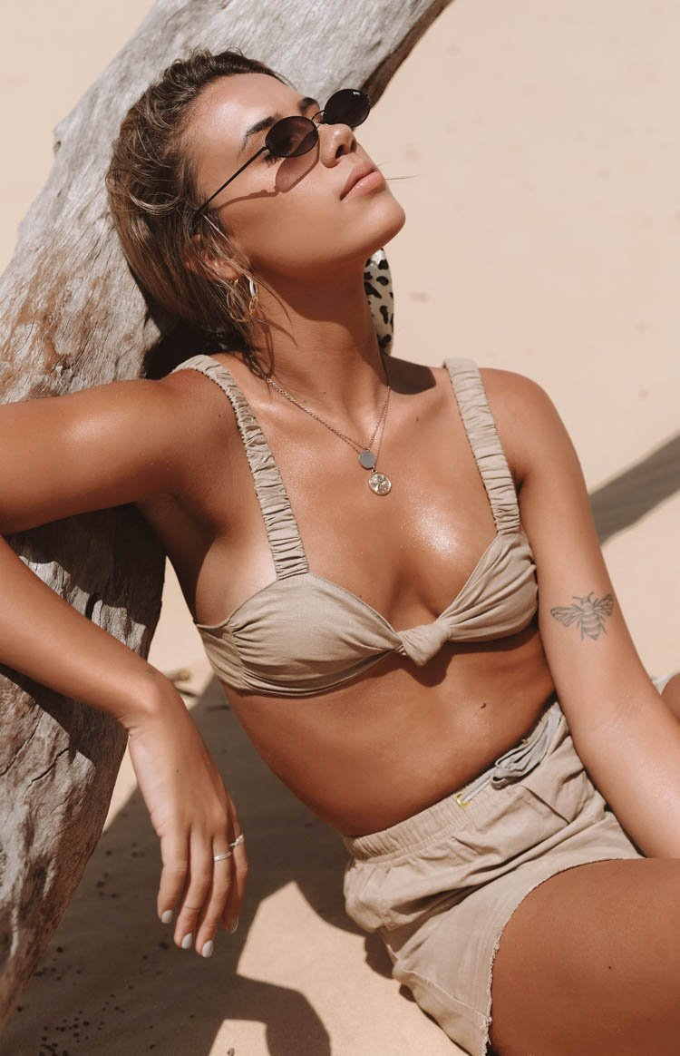 https://files.beginningboutique.com.au/Florence+Linen+Crop+Tan.mp4