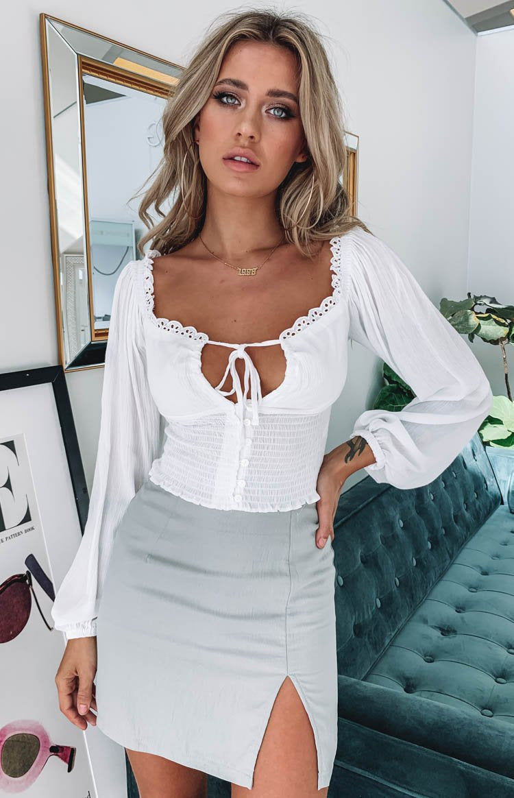 https://files.beginningboutique.com.au/Harmony+Long+Sleeve+Top+White.mp4