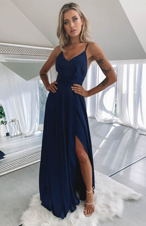 https://files.beginningboutique.com.au/Katrina+Split+Maxi+Dress+Navy.mp4