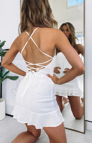 https://files.beginningboutique.com.au/Love+Lives+Dress+White.mp4