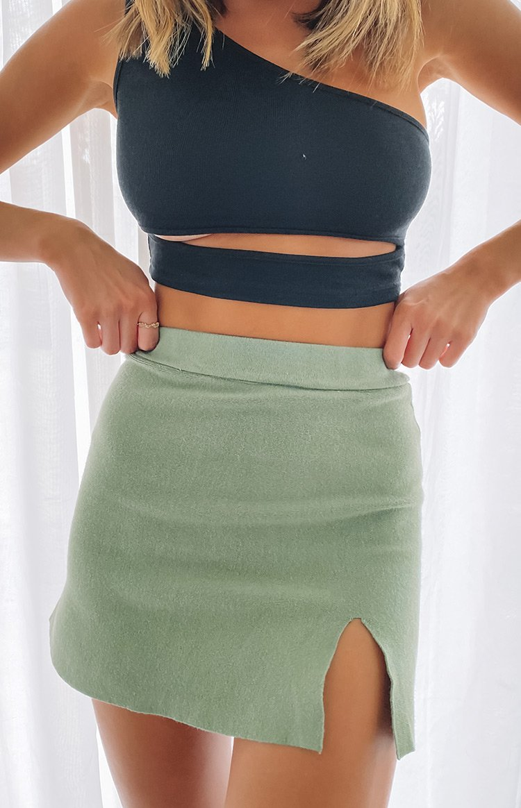 https://files.beginningboutique.com.au/20200511-Khaki+Lovely+Day+Knit+Skirt+Olive.mp4