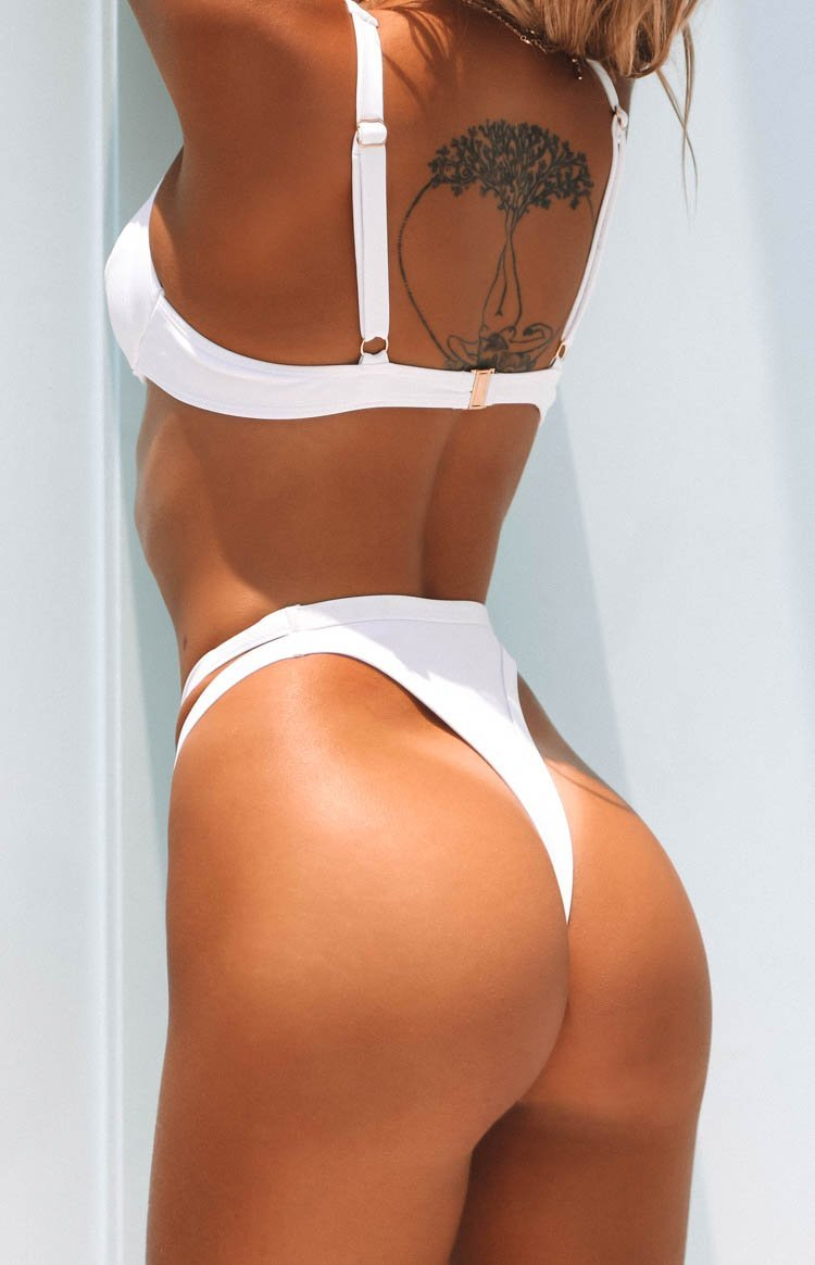 https://files.beginningboutique.com.au/20191211-PALMA+BIKINI+BOTTOMS+WHITE.mp4
