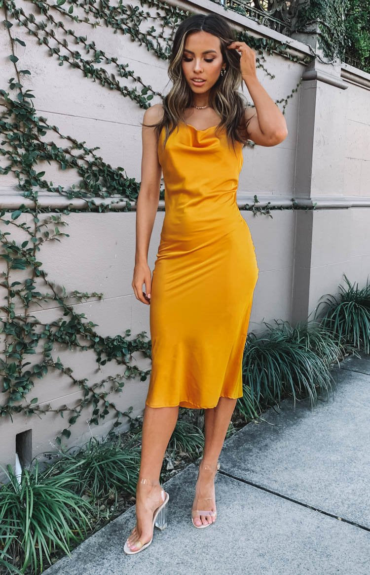 https://files.beginningboutique.com.au/Schiffer+Slip+Midi+Dress+Mango.mp4