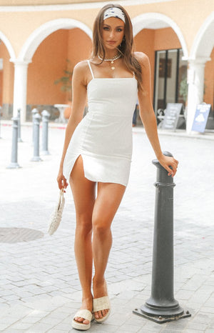 https://files.beginningboutique.com.au/20200115-Selous+Slip+Mini+Dress+White+Linen.mp4