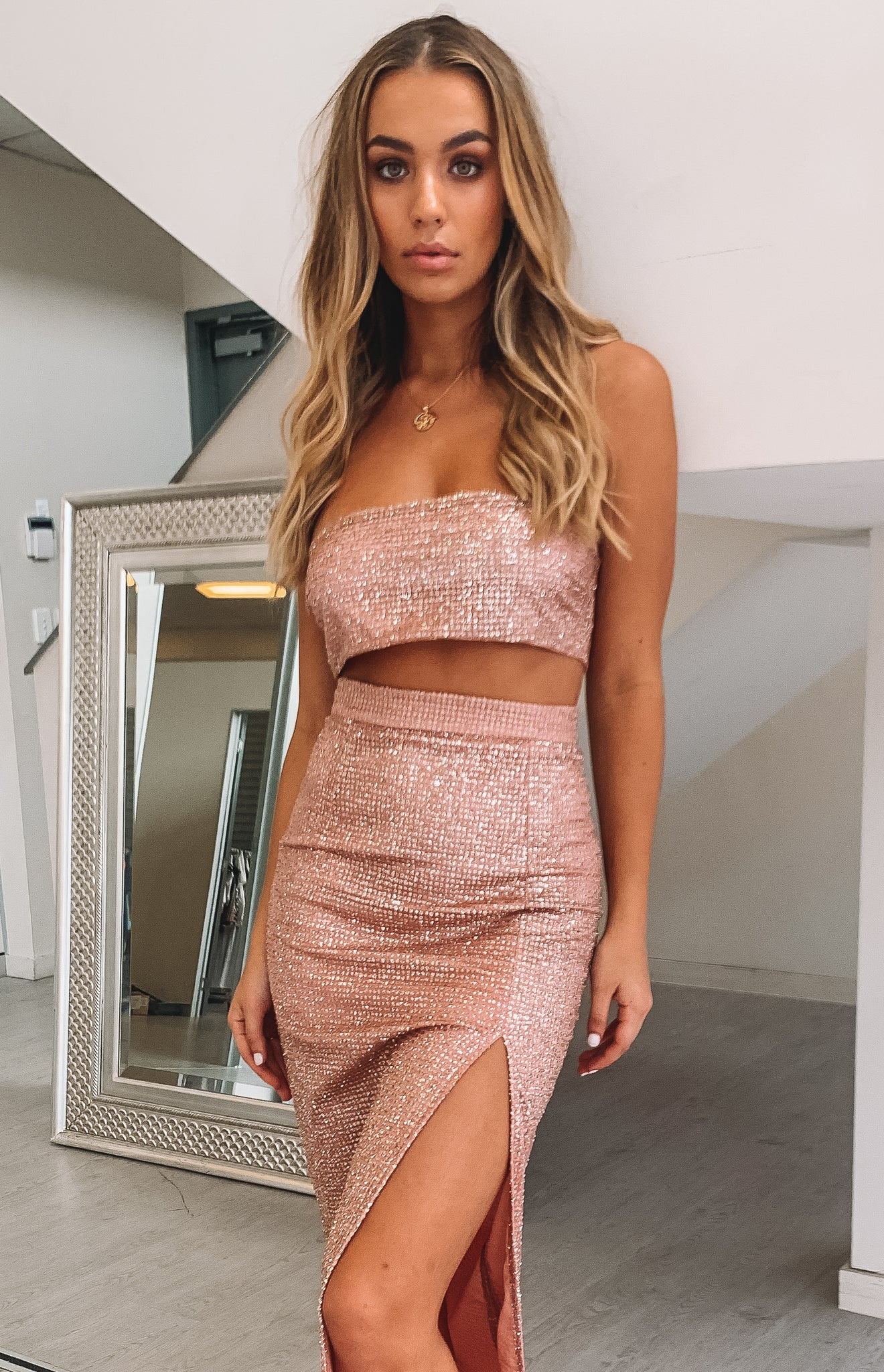 https://files.beginningboutique.com.au/Serene+Crop+Rose+Gold+Sparkle+and+Ariana+Maxi+Skirt+Rose+Gold+Sparkle.mp4