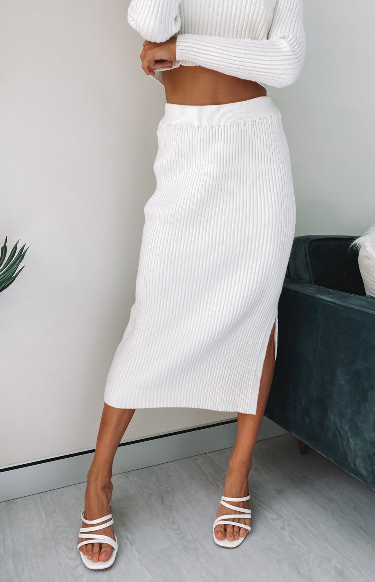 https://files.beginningboutique.com.au/20200420-Solara+ribbed+midi+skirt+WHITE.mp4