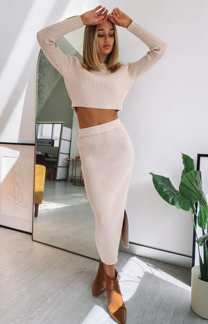 https://files.beginningboutique.com.au/2020-0424-Solara+ribbed+midi+skirt+beige.mp4