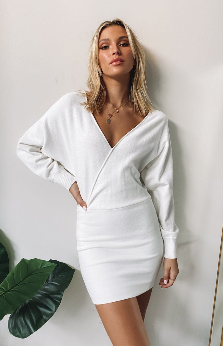 https://files.beginningboutique.com.au/20200601-Way+More+Long+Sleeve+Knit+Dress+White.mp4