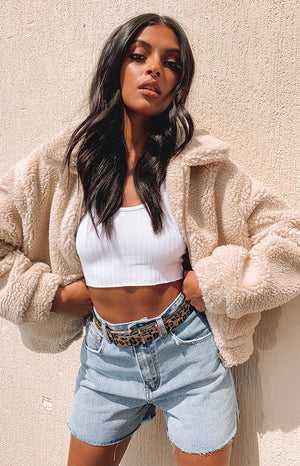https://files.beginningboutique.com.au/Winnie+Cropped+Teddy+Jacket+Cream.mp4
