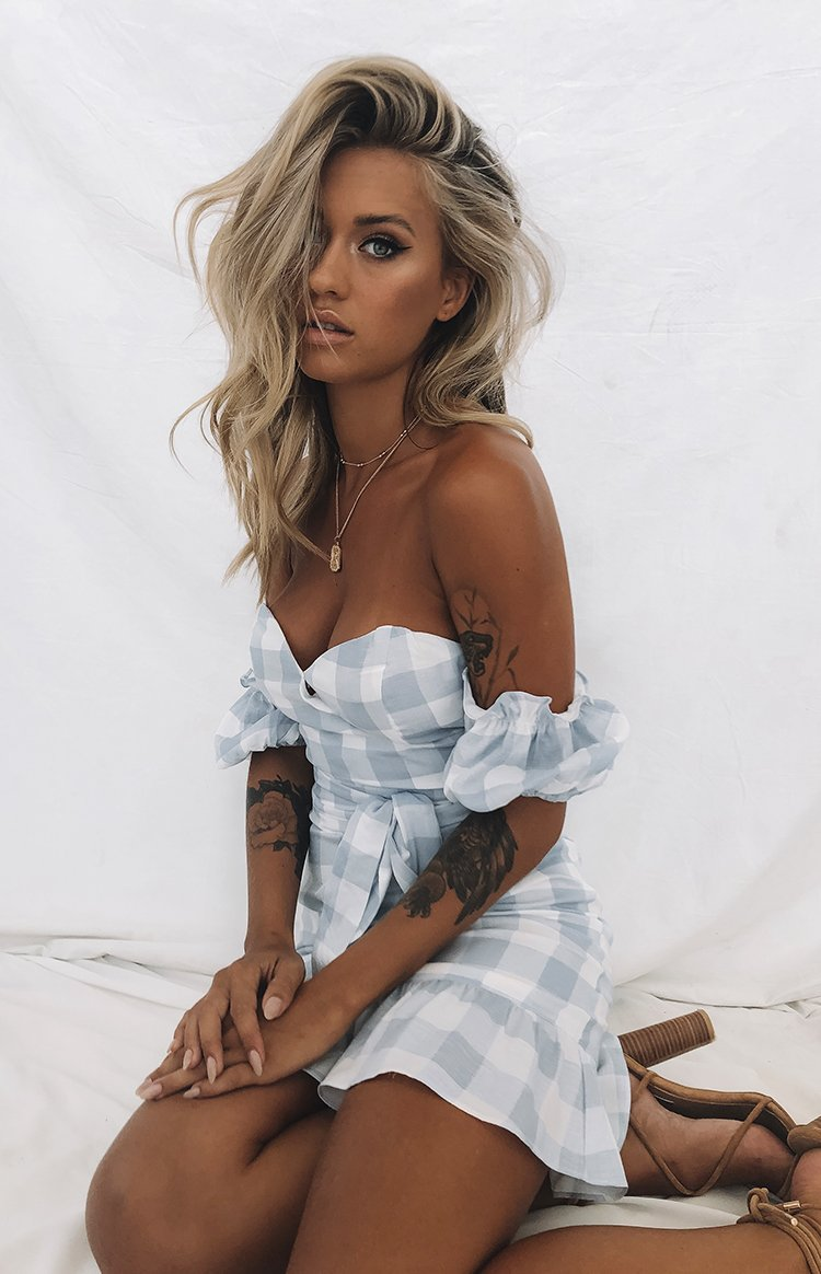 https://files.beginningboutique.com.au/Infatuation+Dress+Pale+Blue+Gingham.mp4