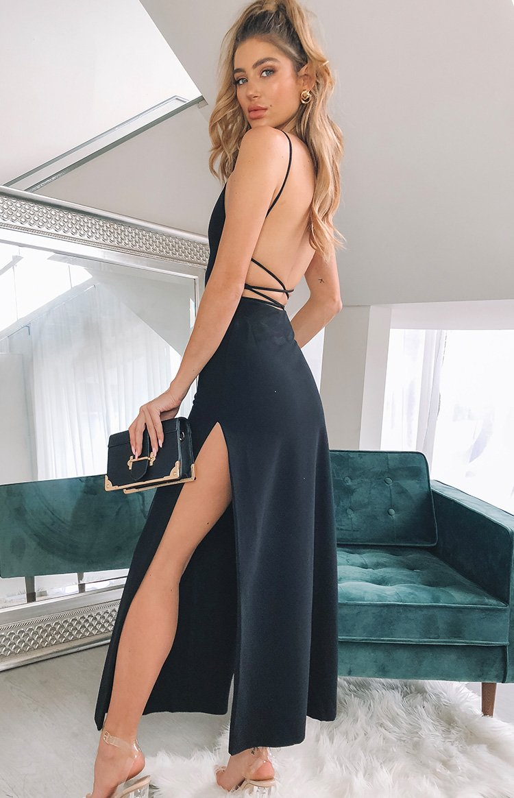 https://files.beginningboutique.com.au/ALORA+FORMAL+DRESS+Black.mp4