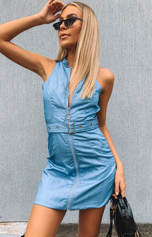 https://files.beginningboutique.com.au/Somers+Dress+Sky+Blue+Denim.mp4