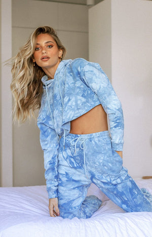 https://files.beginningboutique.com.au/20200708+-+The+Creator+hoodie+Blue+Tiie+Dye+-+USE+THIS+ONE.mp4