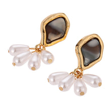Load image into Gallery viewer, Tortoise Shell Pearl Earrings