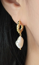 Load image into Gallery viewer, Seychelles Pearl Earrings