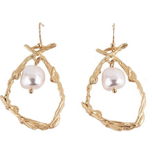 Load image into Gallery viewer, Pearl Nest Earrings
