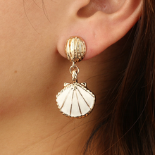 Load image into Gallery viewer, Mermaid Shell Earrings