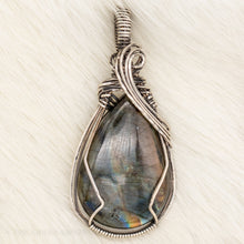 Load image into Gallery viewer, Borealis Pendant - The Green Gryphon